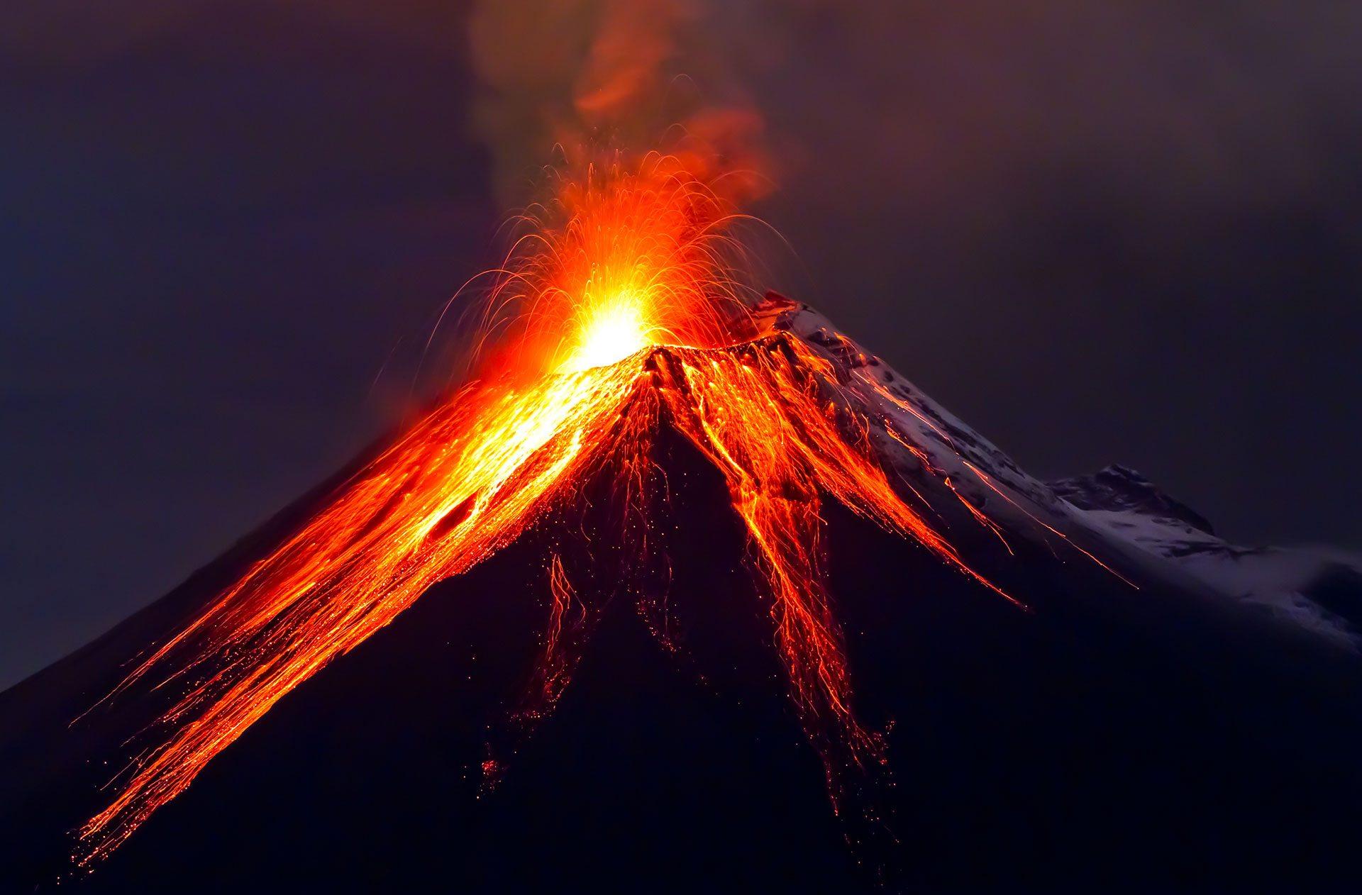 Kitörő vulkán